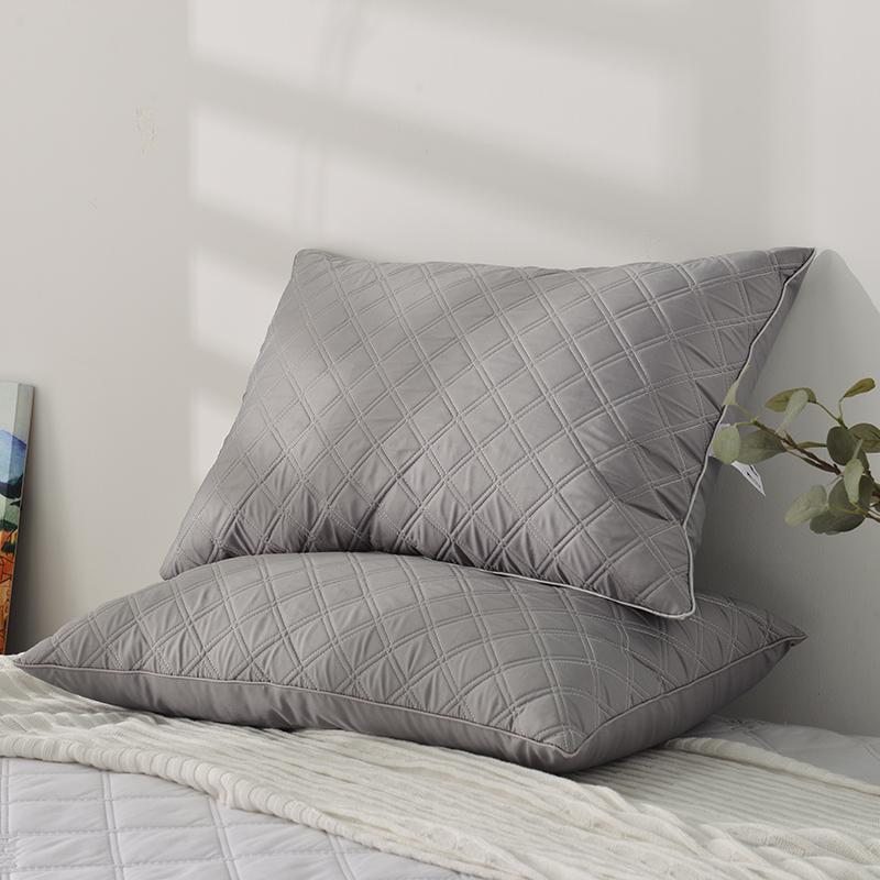 多喜爱水洗亲肤面料乳胶夹层绗绣羽丝绒填充枕单人中枕芯2021新品
