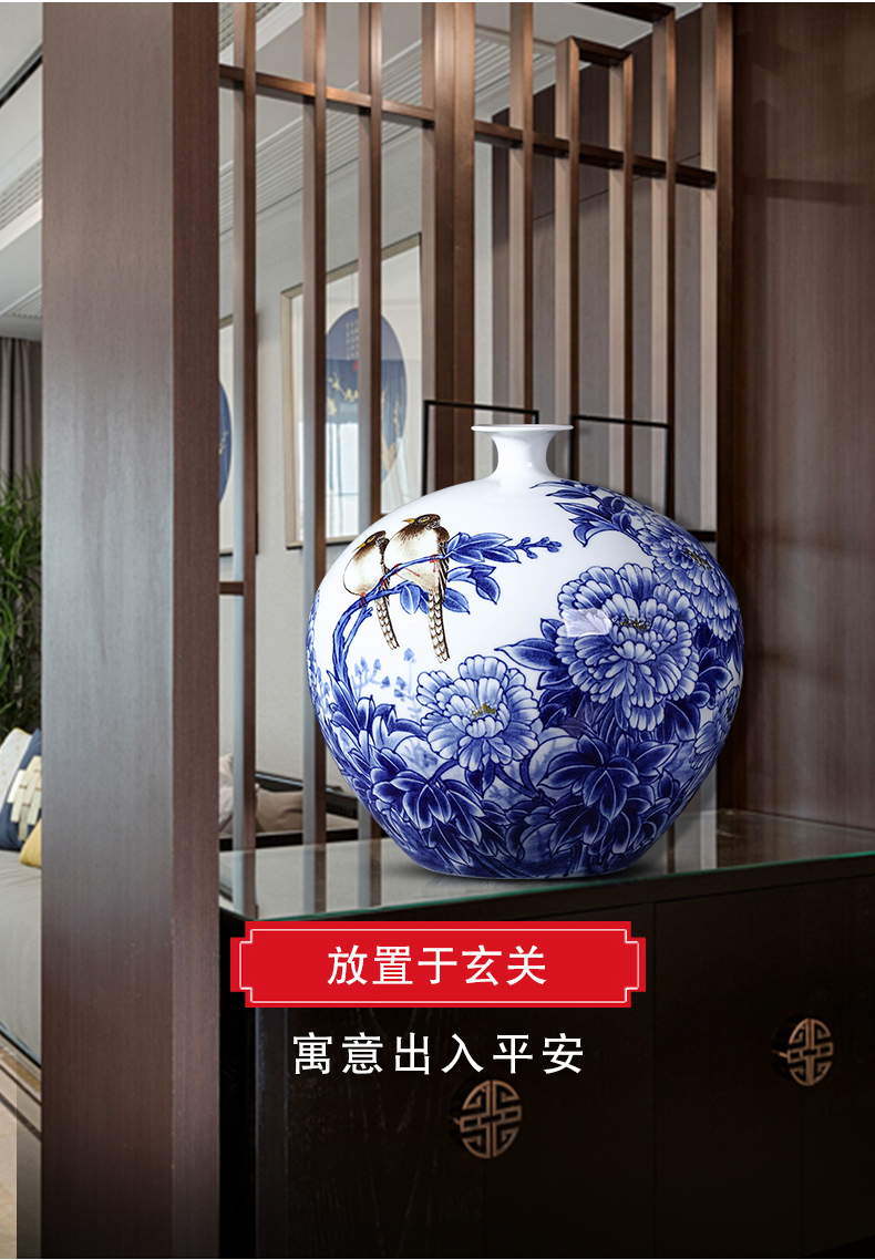 Jingdezhen ceramics vase hand - made Chinese style restoring ancient ways is blue and white porcelain household porcelain flower arrangement sitting room adornment is placed