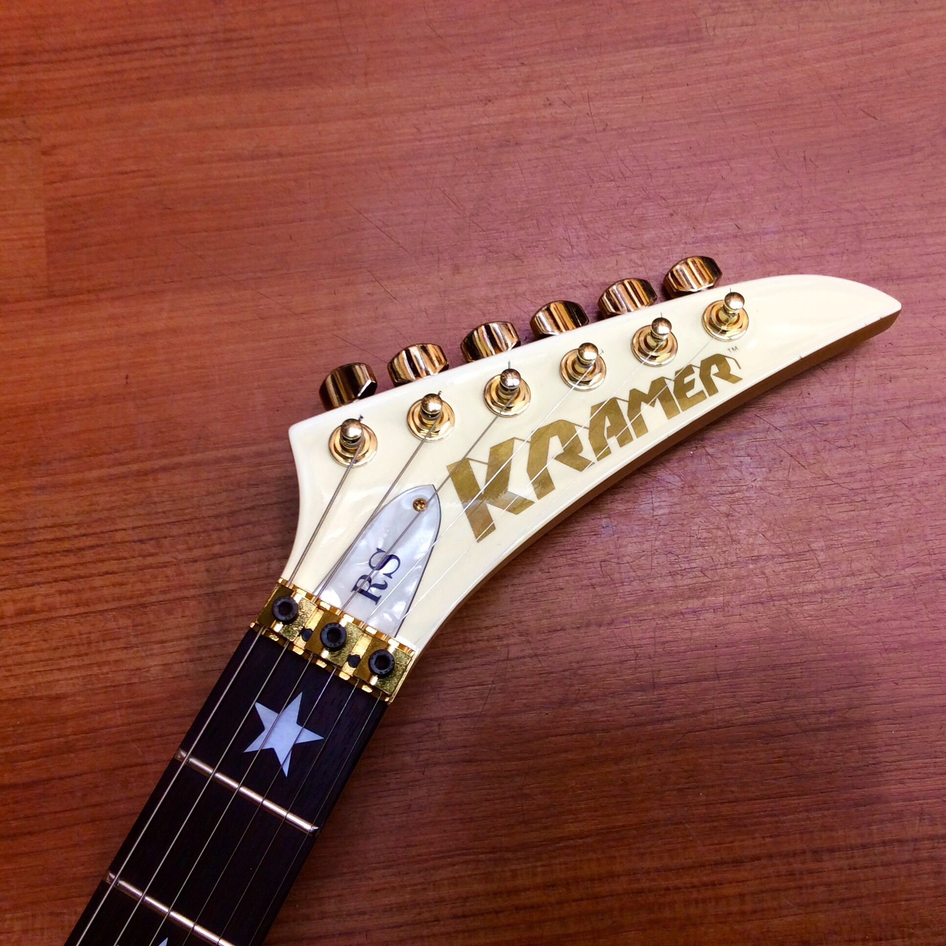 Электрогитара Kramer  Bon Jovi Sold