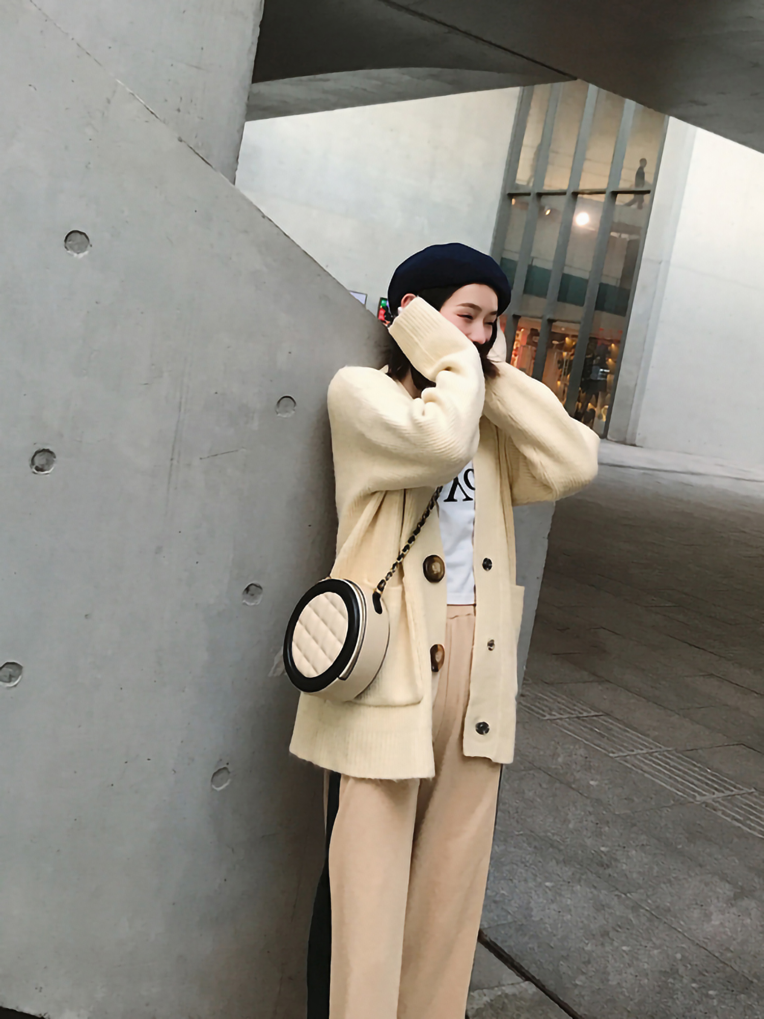 圆形包包,让你背出活力少女范!