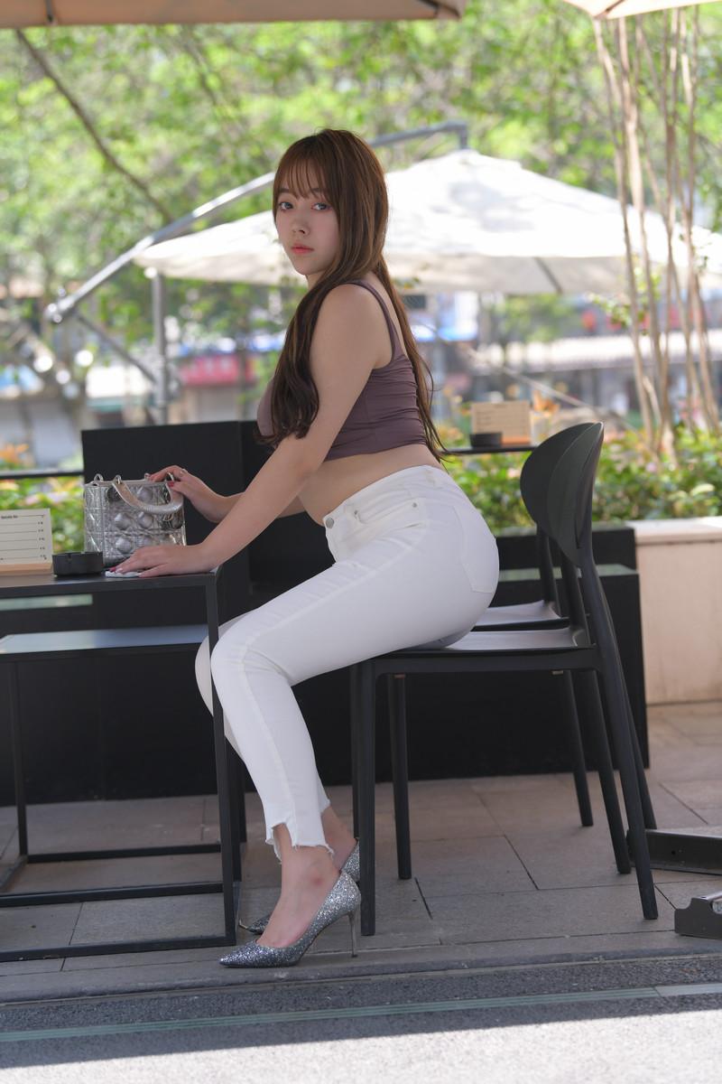 宅宅街拍作品白色牛仔裤小姐姐【套图+视频】 84198419  帖子ID:803
