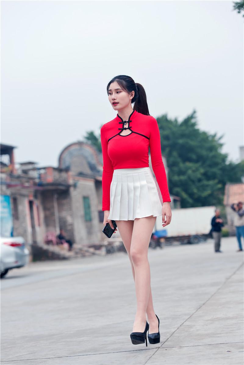 红衣短裙高跟美女 【套图+视频】 450450 帖子ID:13