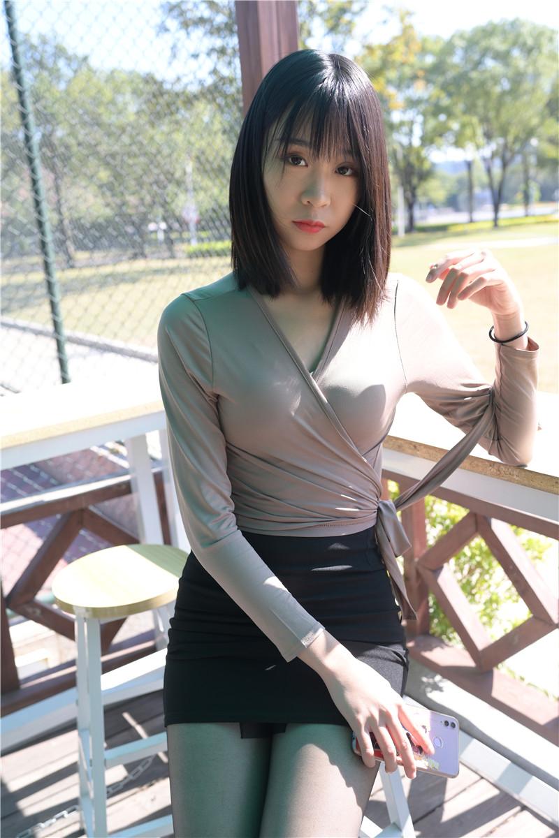 黑丝包臀裙美女 【套图+视频】 20612061  帖子ID:18