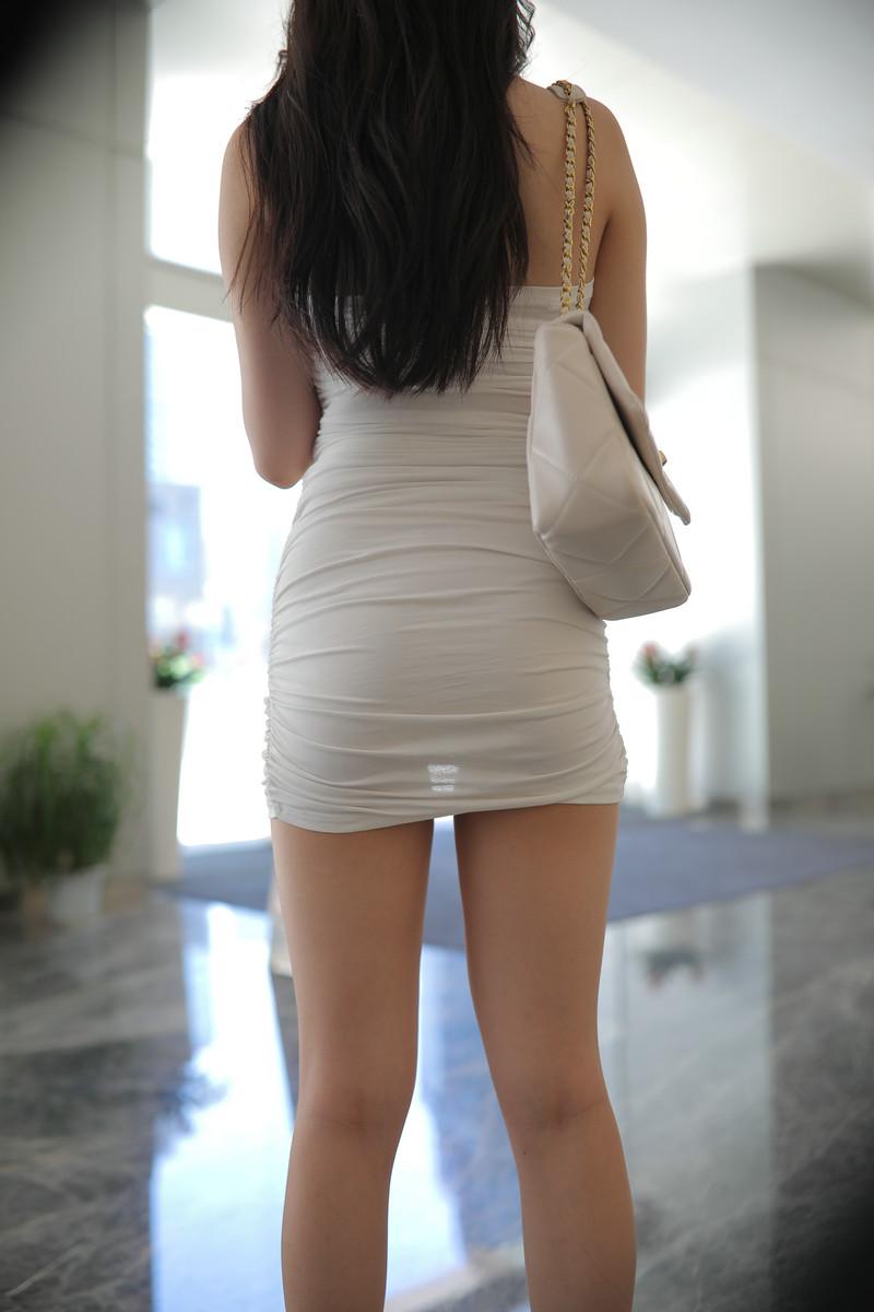 玲玲街拍作品白裙女孩【视频+图片】 74967496 魔镜原创摄影,魔镜街拍,玲玲作品,包臀裙,高清街拍, 帖子ID:724