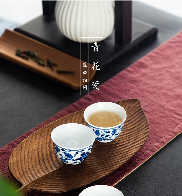 The Sample tea cup kung fu ceramic tea set high white glaze of blue and white porcelain cups, small personal master cup single cup by hand painting