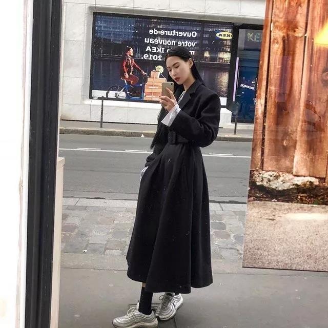 裙子+老爹鞋的搭配,时髦又不显臃肿!