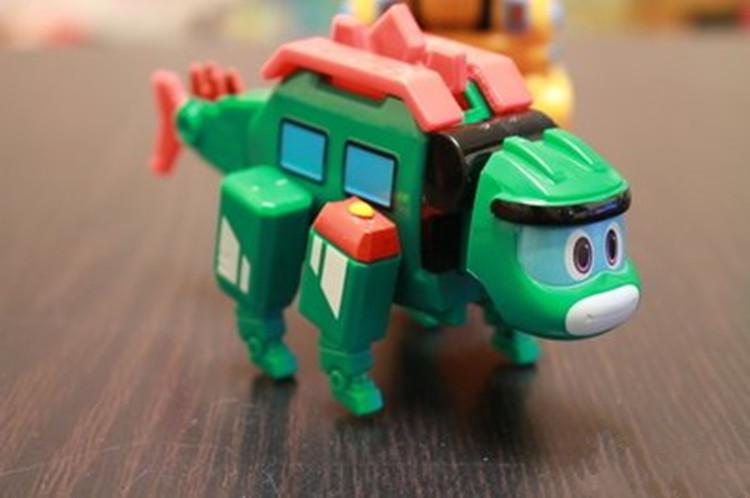 实测帮帮龙变形恐龙,变形简单外形可爱。9