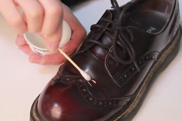 皮鞋有折痕怎么办?不妨试试这些简单方法