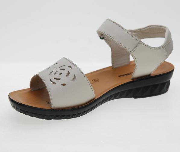 [康奈日泰店铺]夏季洞洞镂空女皮鞋真皮34小码中老年女凉鞋民族风