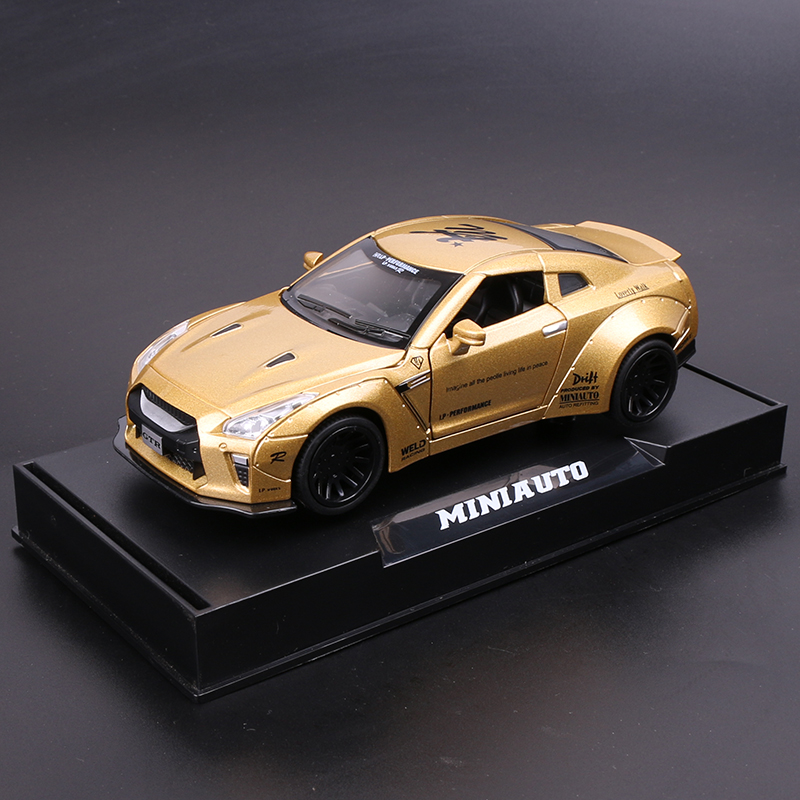 NISSAN GTR  GOLD  BOXED + BASE