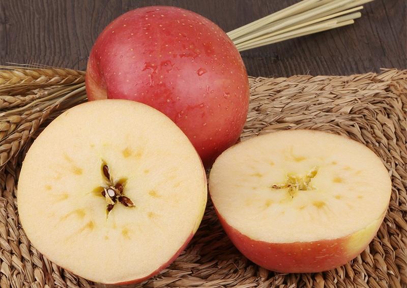 新鲜多汁的苹果,品种不同口感不一