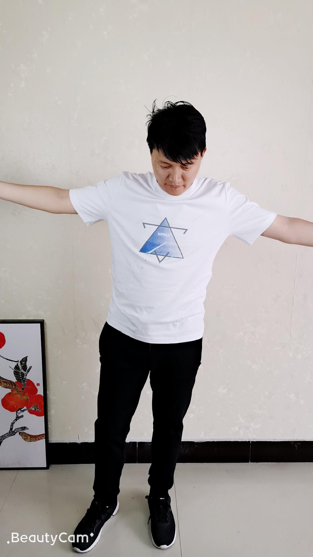 秋季长袖T恤的穿着,做有亮点的百变型男