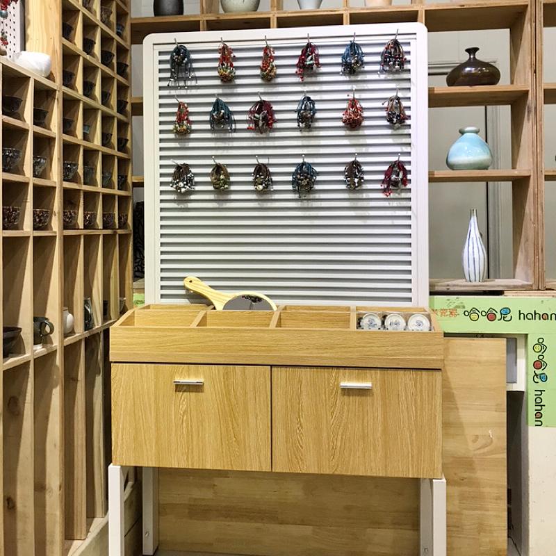 整洁的耳环首饰展示柜,开店的你选对了吗