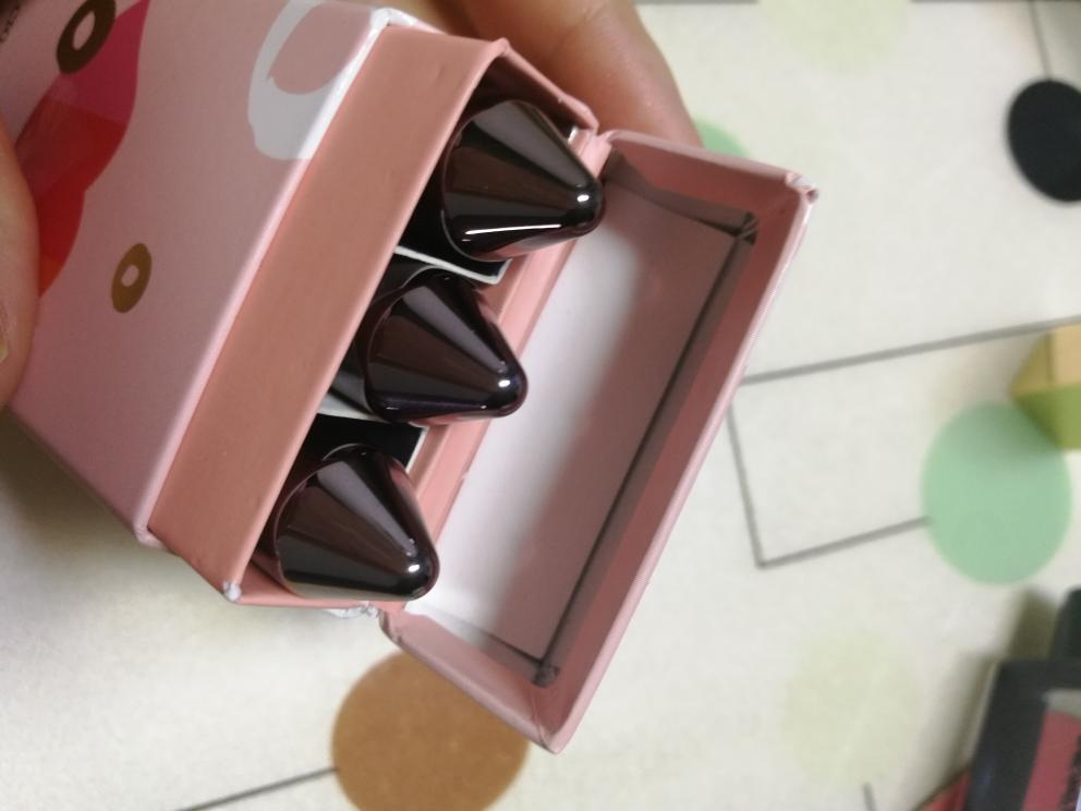 佩里烙印心瘾口红套装试色,一盒三个颜色解决搭配困扰