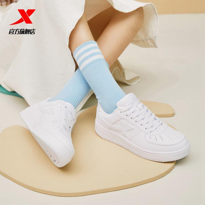 特步女鞋板鞋2021春季新款运动鞋男鞋休闲鞋空军一号白色小白鞋女