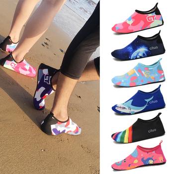 Сандали, сланцы пляжные,  Песчаный пляж носок обувной мужской и женщины дайвинг поплавок скрытая ребенок Уэйд вода Ретроспектива ручей плавать обувной мягкий обувной скольжение противо косить красный достаточно паста кожа обувной, цена 294 руб