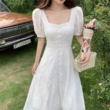 2020 new French lace dress Hepburn wind square collar skirt Puff temperament thin waist skirt fairy