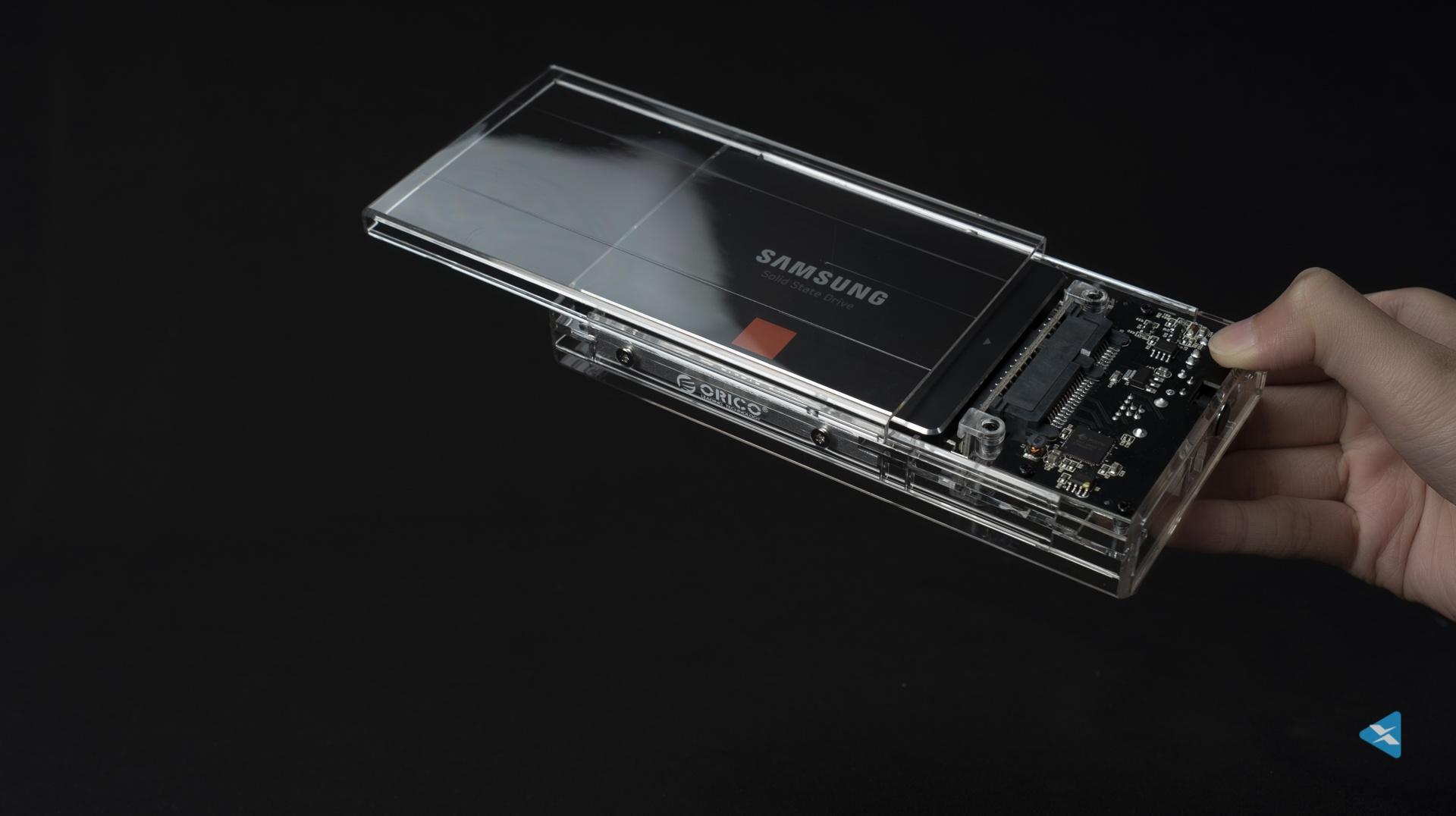 奥睿科双位透明硬盘盒 安全稳定的同时又是科技之美