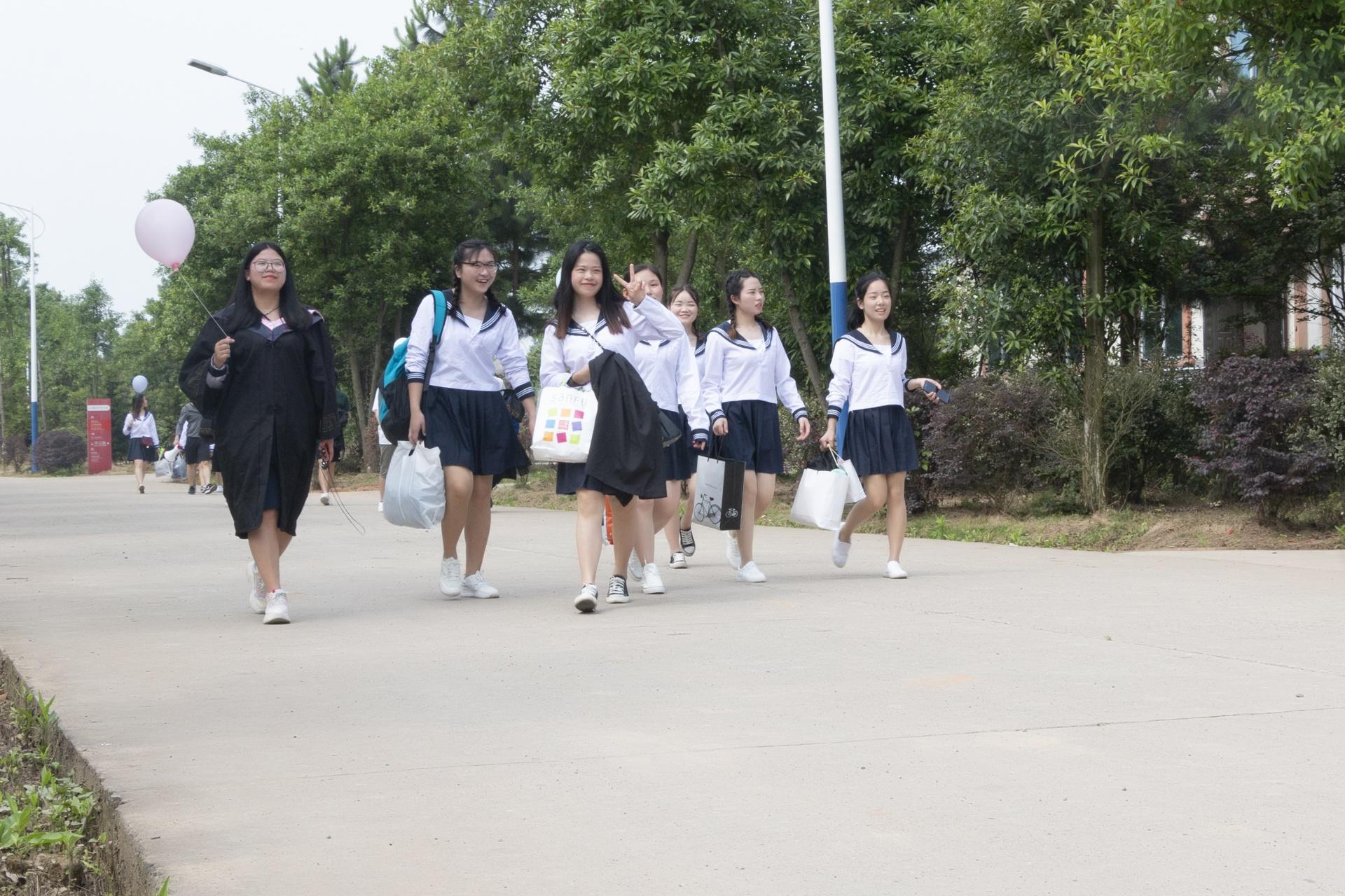 2019湖南应用技术学院毕业纪念册 常德  第4张
