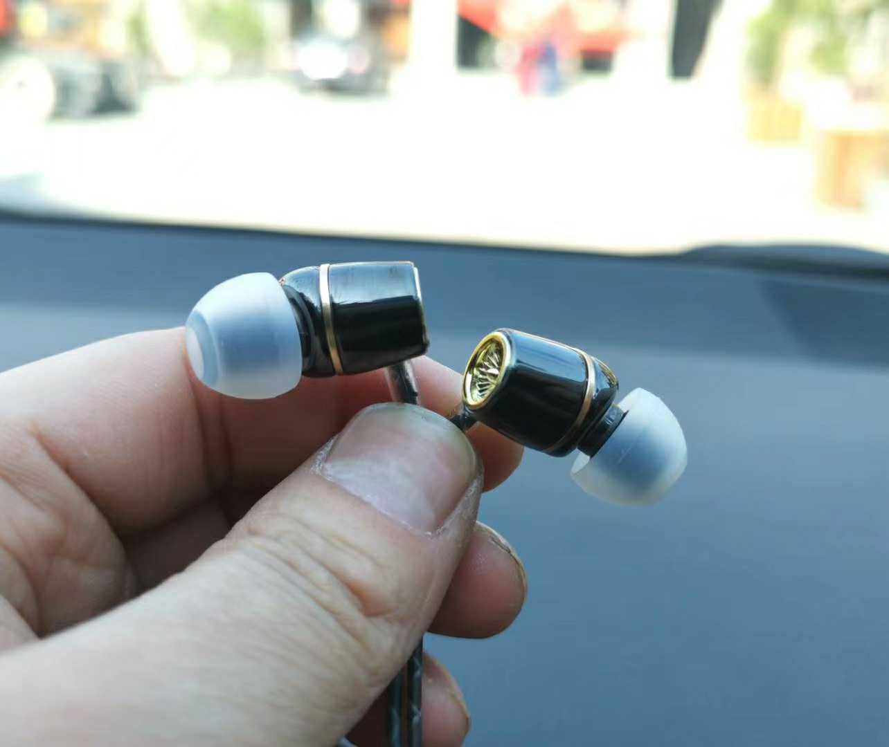 99节活动 跨境电商尾货丰达ie60同款红点单元带麦入耳式重低音耳机发烧监听10元包邮