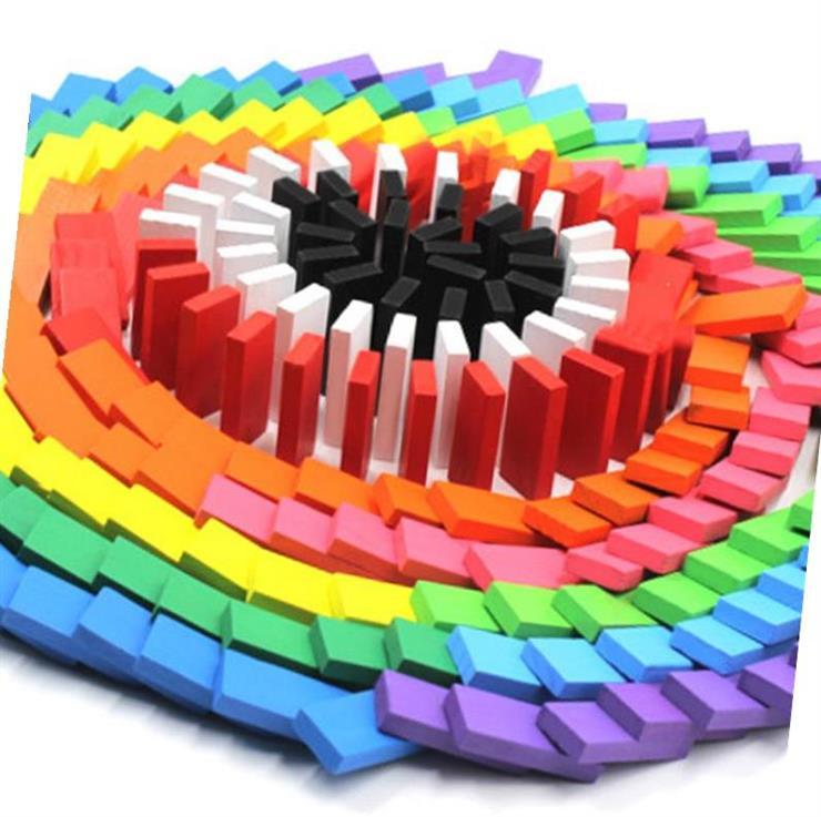 Máy tính để bàn trò chơi sáng tạo dành cho trẻ em của domino với các khối xây dựng cha mẹ và con đang chơi cho trẻ em trưởng thành - Khối xây dựng