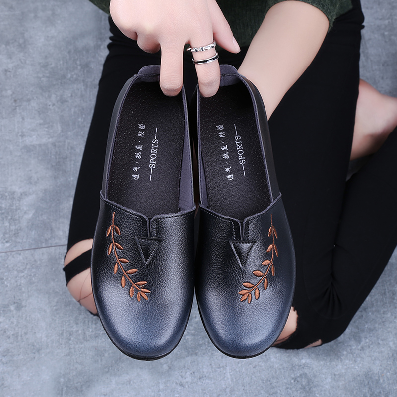 春秋老北京布鞋妈妈软底中老年女奶奶老太太防滑平底中年老人皮鞋