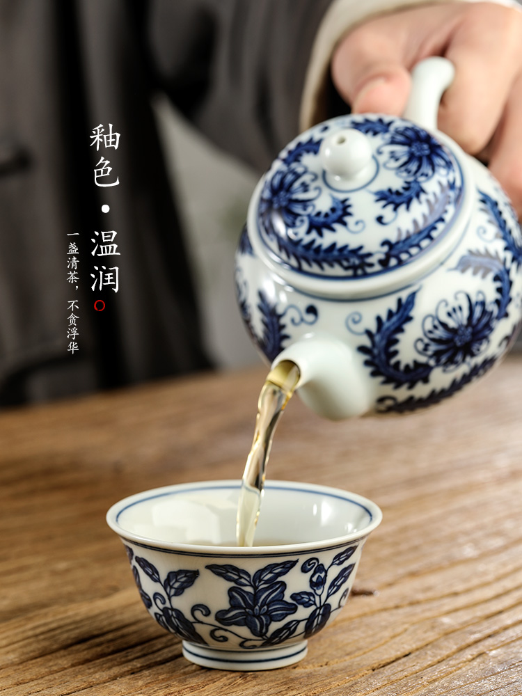 Jingdezhen blue and white porcelain hand - made tea master CPU use only kung fu tea cups sample tea cup and cup pure manual restoring ancient ways
