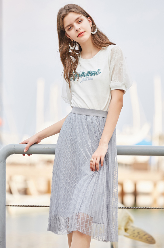 秋水伊人T恤2019夏装新款女装亮片直筒上衣T恤 字母亮片 拼接袖口