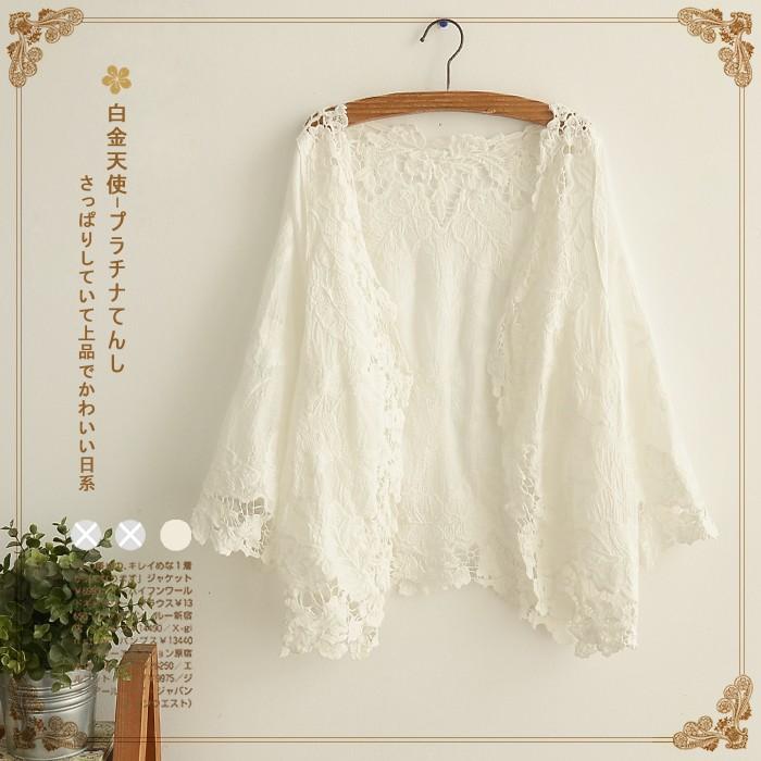Áo khoác ren hoa trắng không khuy cài