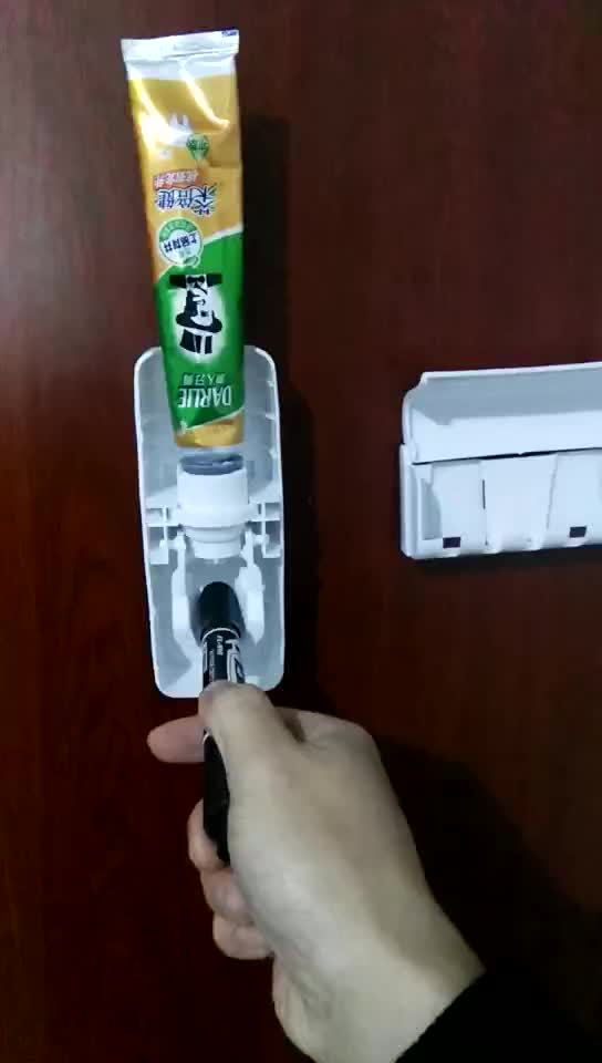 2019 Christmas Gift toothpaste  pump dispenser automatic with tooth brush holder