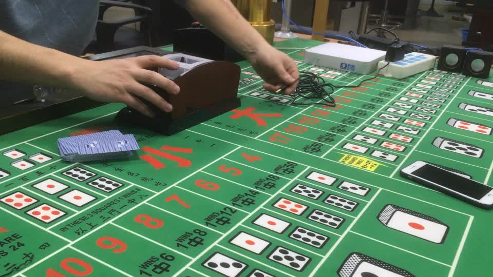 Factory Direct Sale High  Quality Easy To Operate Casino Robot Automatic Poker Shuffling Machine