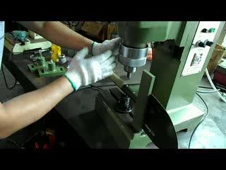सीडी छोटे वायवीय कक्षीय riveting मशीन