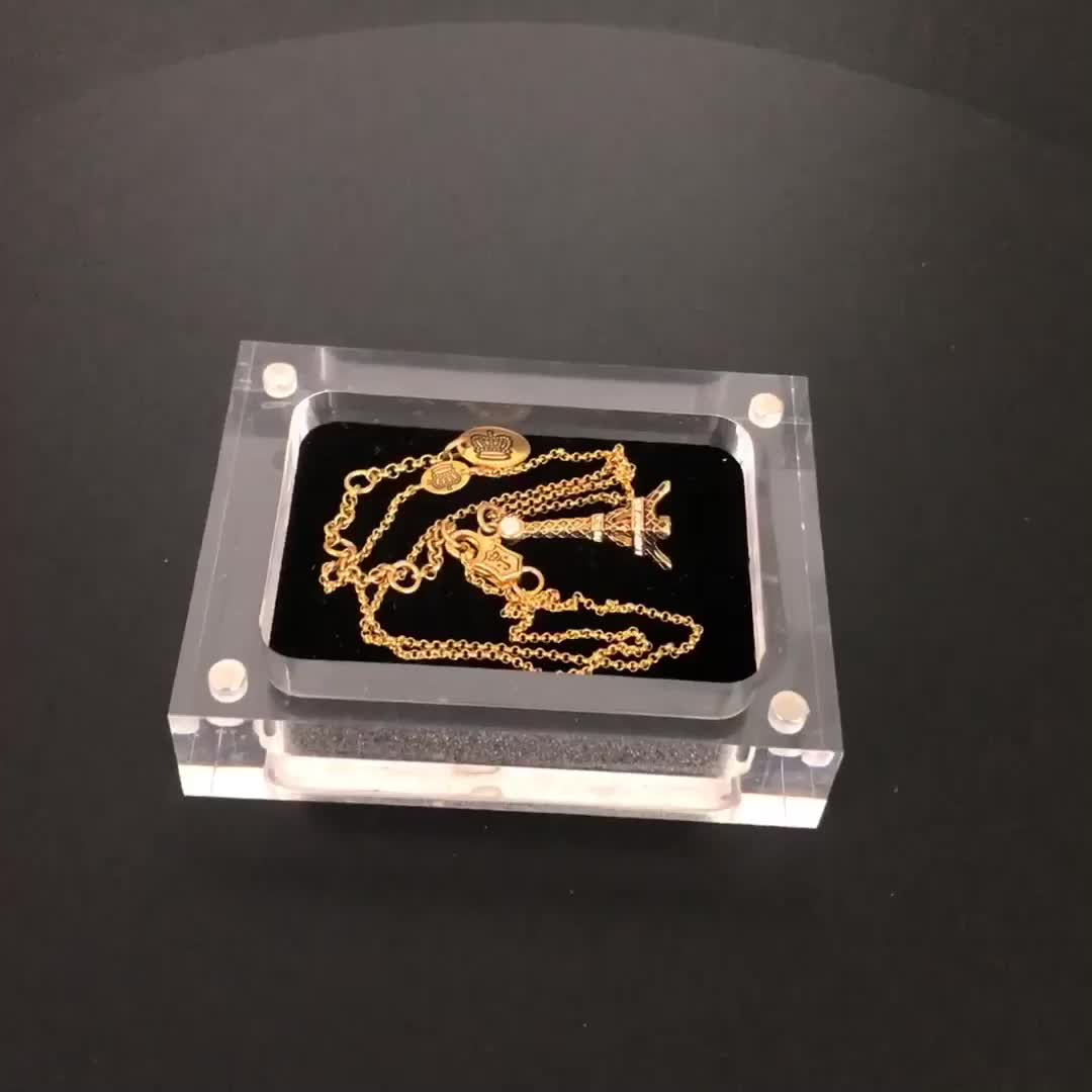 Small size 7x5cm clear acrylic Jewelry magnetic box with lid