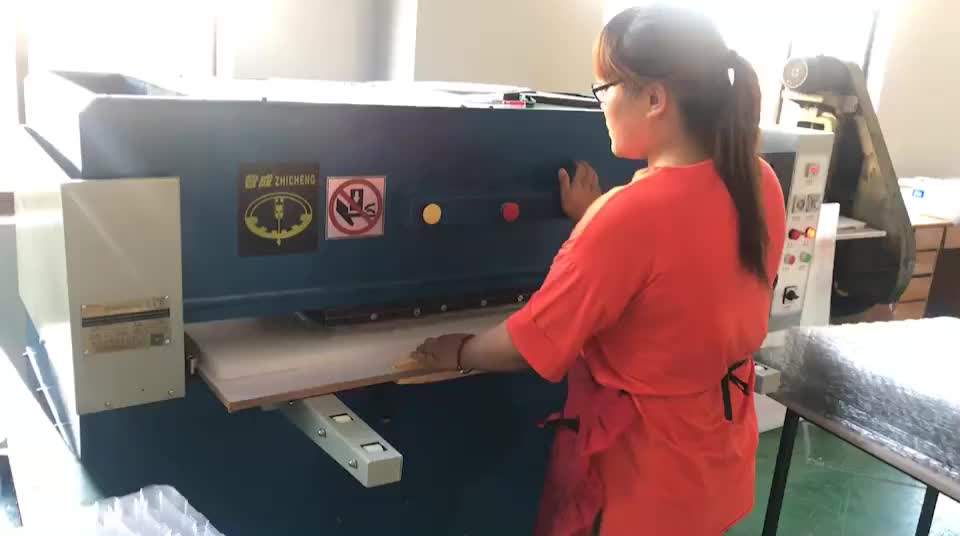 Manual operated sliding table four column cutting machine