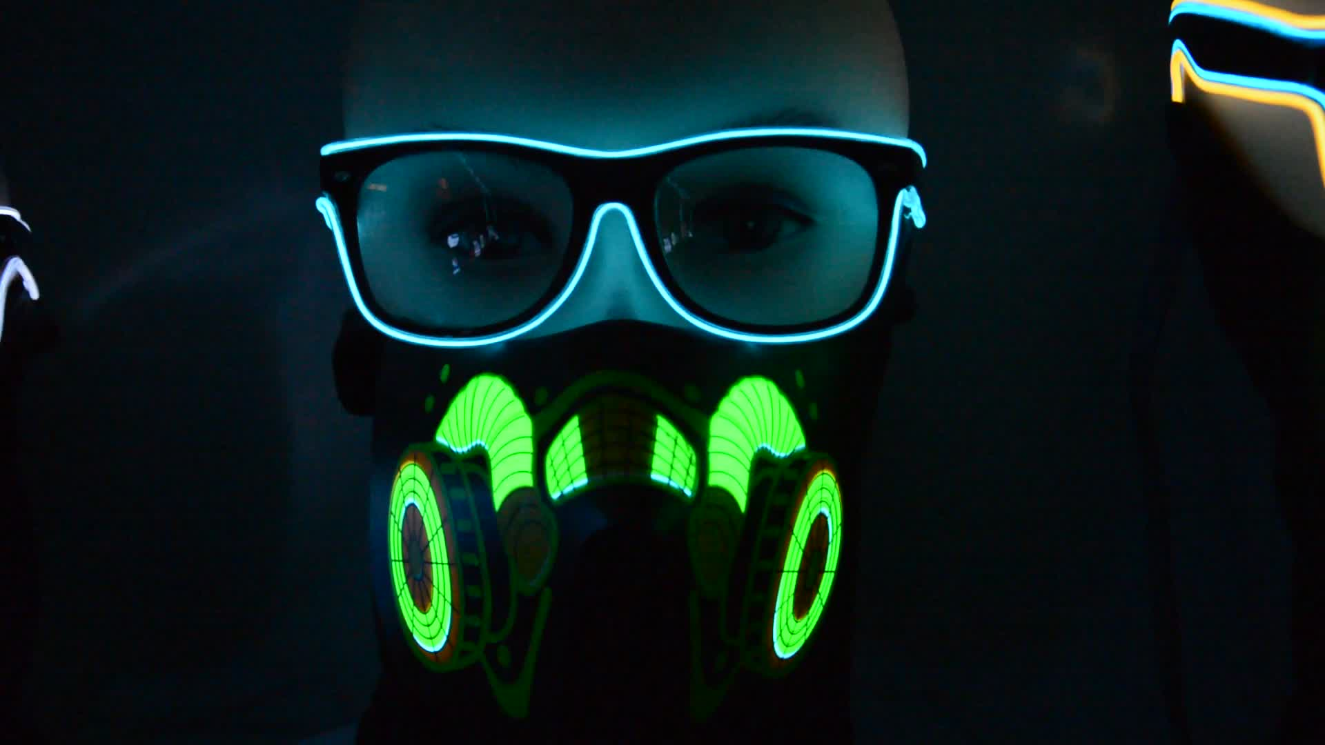 Wholesale cheap led party mask feather plastic face mask for nightclub party