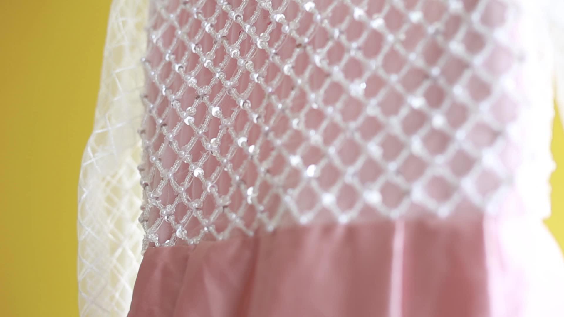Boutique venta al por mayor los niños vestidos de fiesta Rosa negro blanco boda vestido de fiesta de chicas vestido de los niños Vestido de satén vestidos de dama de honor
