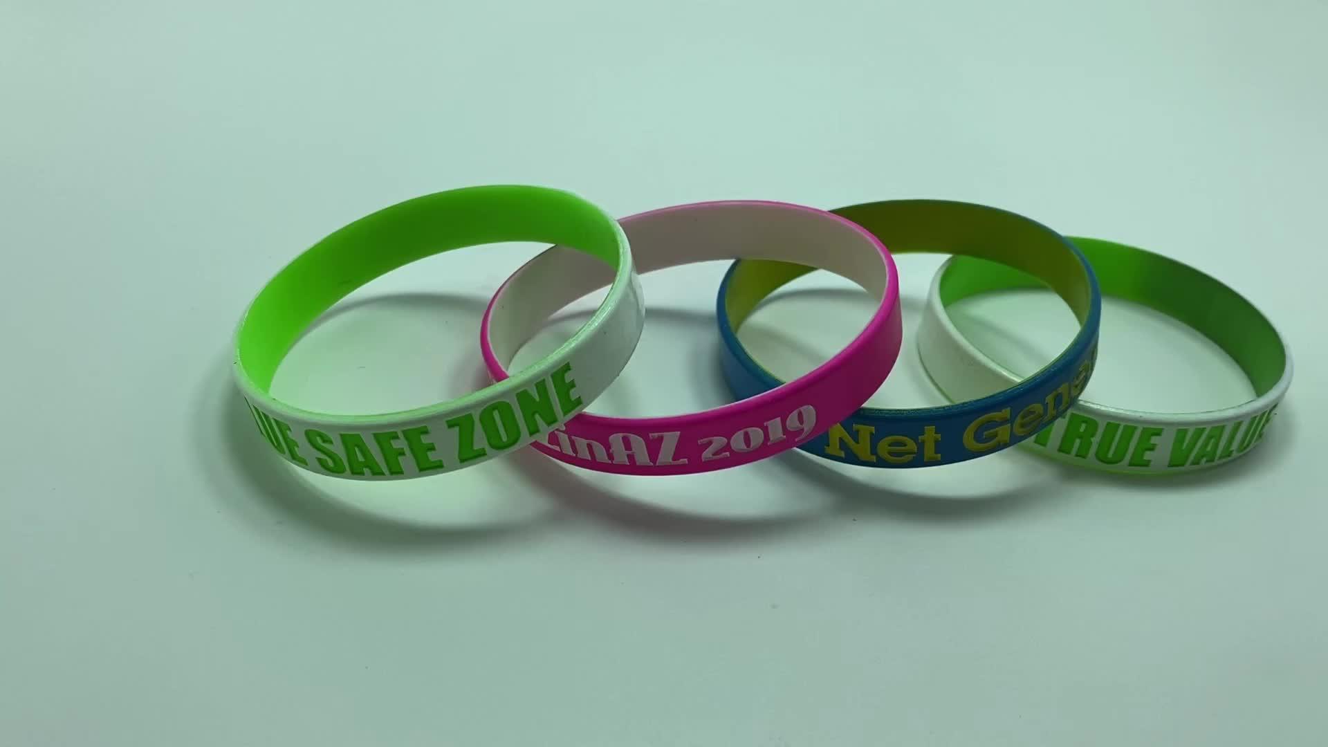 Personalizzato Bandiera della Gomma di Silicone Wristband del braccialetto del Braccialetto Produttore Di Silicone wristband del Braccialetto Personalizzato Il Proprio Logo