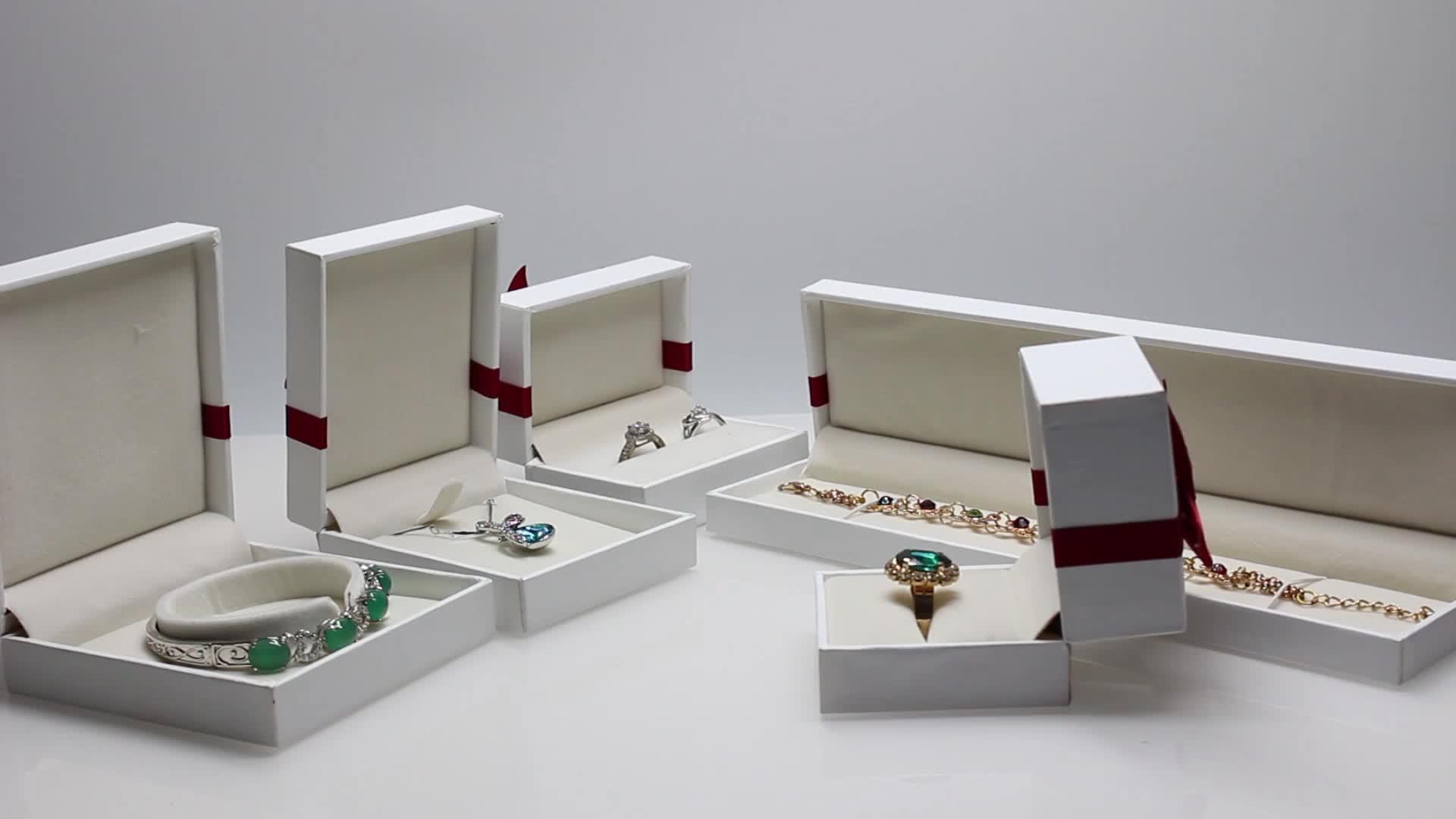 रिबन के साथ थोक सफेद गत्ता गहने बॉक्स पैकेजिंग गहने बक्से