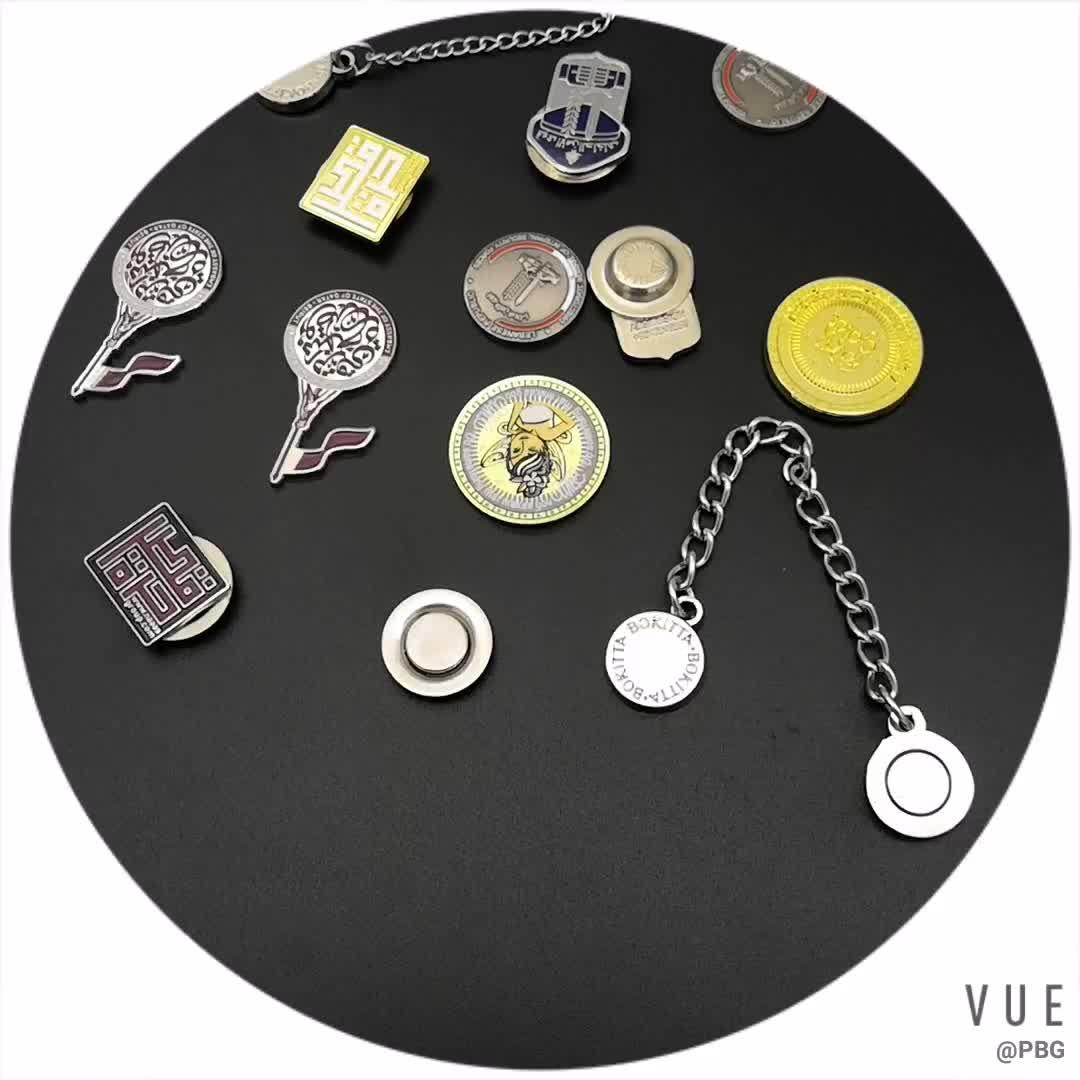 Großhandel gold und silber überzogene quadratische form revers pin metall weiche emaille pin abzeichen für Katar Nationalen Tag