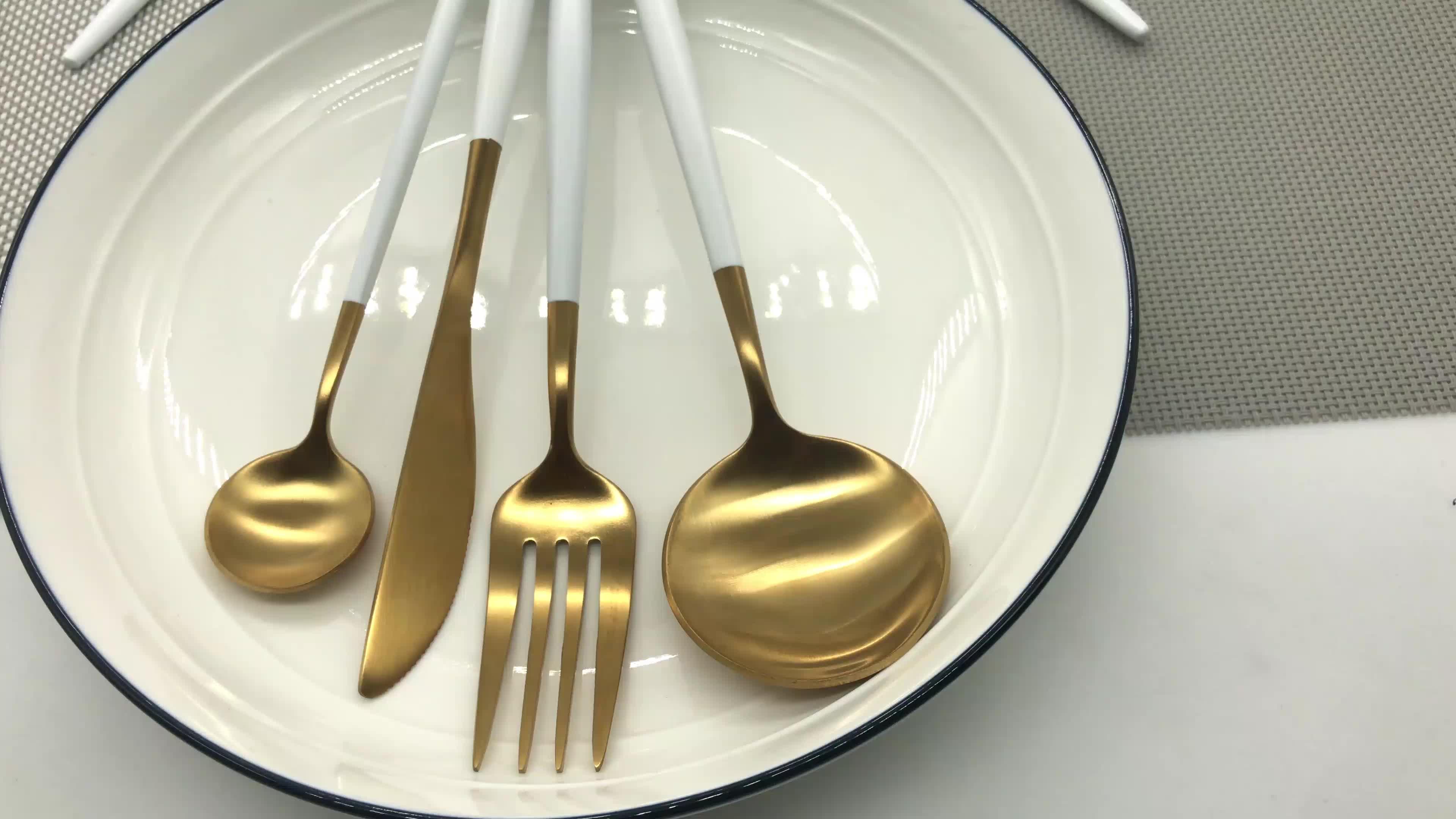 やさしい再利用可能なゴールドメッキステンレス鋼食器ゴールド結婚式のカトラリーセット卸売