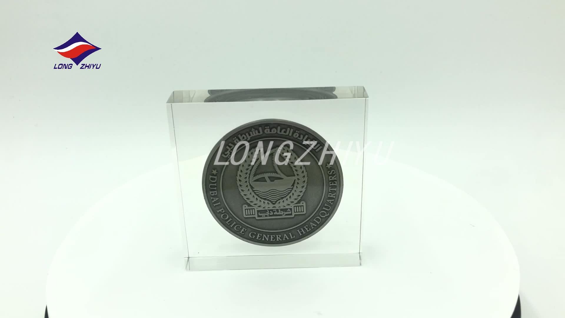 Longzhiyu 12 anos de cristal ofícios da resina fabricante de gravuras personalizadas claro quartz crystal artesanato personalizado lembrança de cristal