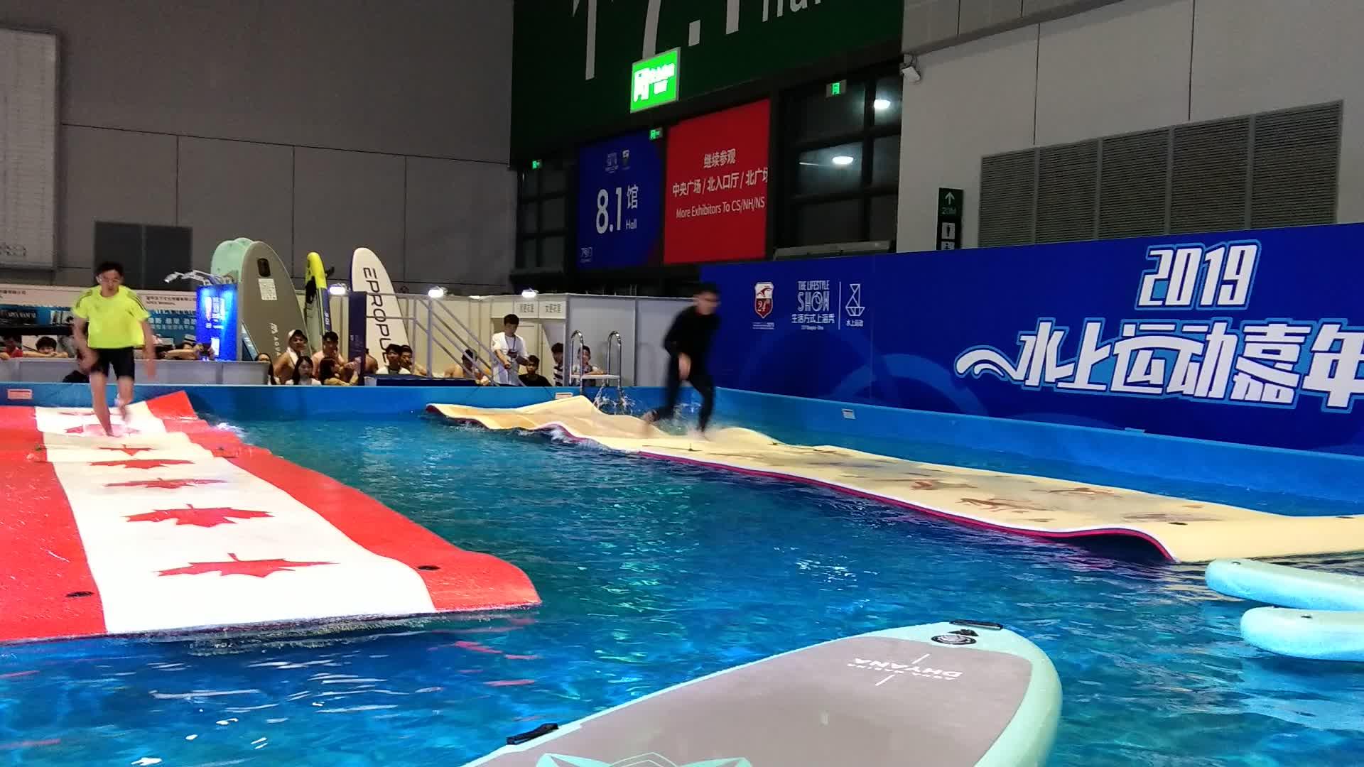 एसवाई मुद्रण XPE पानी अस्थायी कालीन स्विमिंग पूल चटाई पैड के लिए पानी के खेल