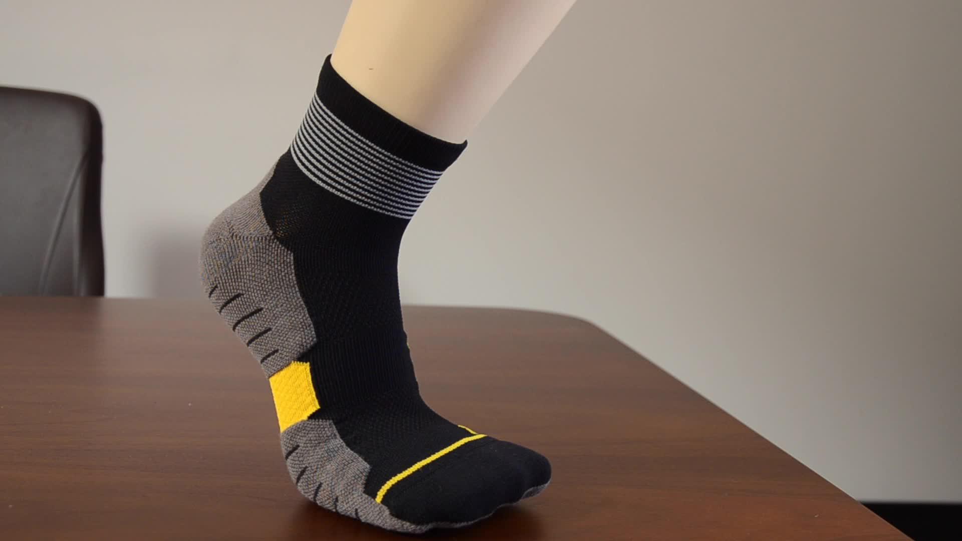 Nouveau 2019 chaussettes de cheville de Compression de course faites sur commande de Sports de coton des hommes