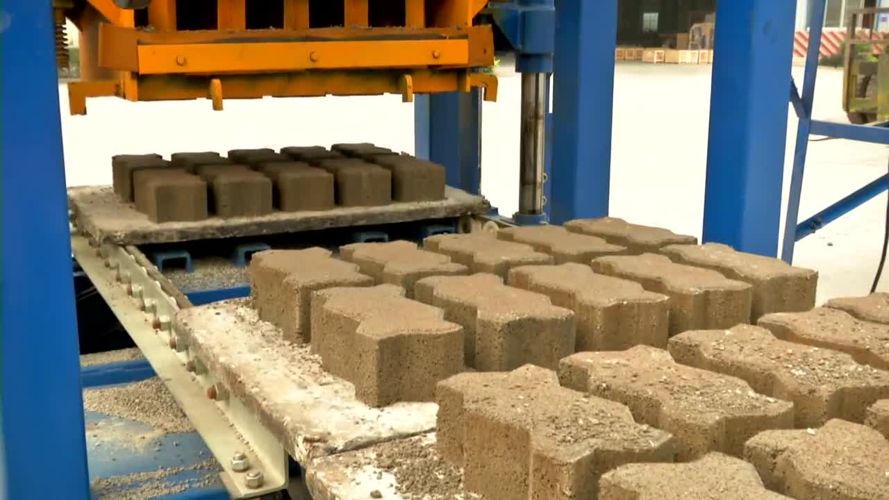 QT4-24 automatic hollow block maker fly ash bricks making machine prices