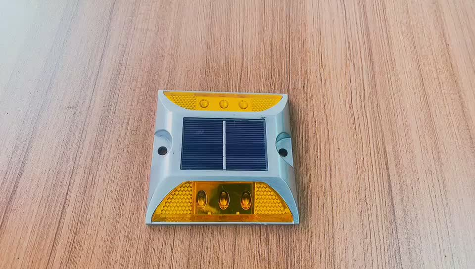 Manufacturer Made In China Reflective Cat Eye Light Solar Road Studs