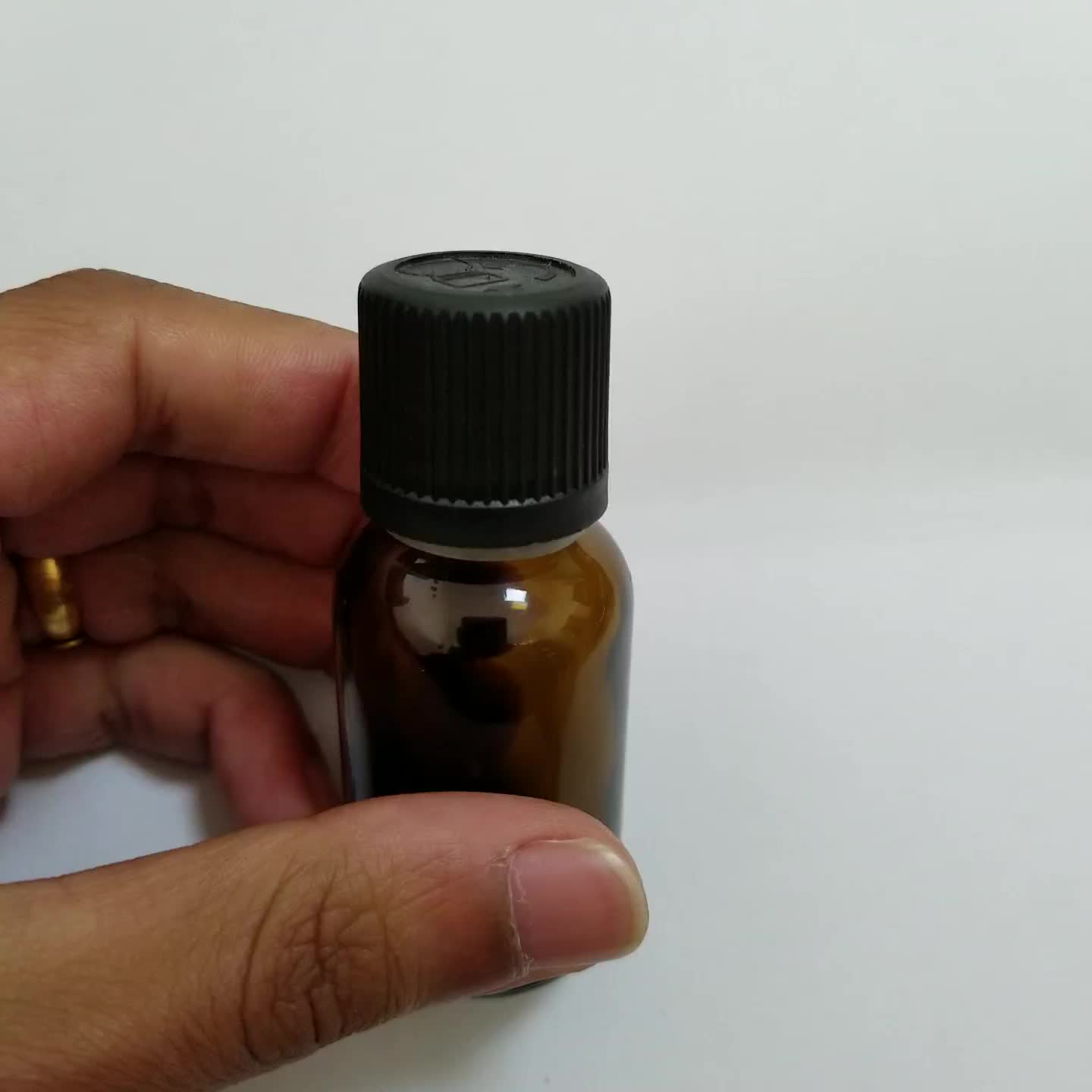 Super quality pilfer proof child resistant 25ml essential oil bottle with plug insert