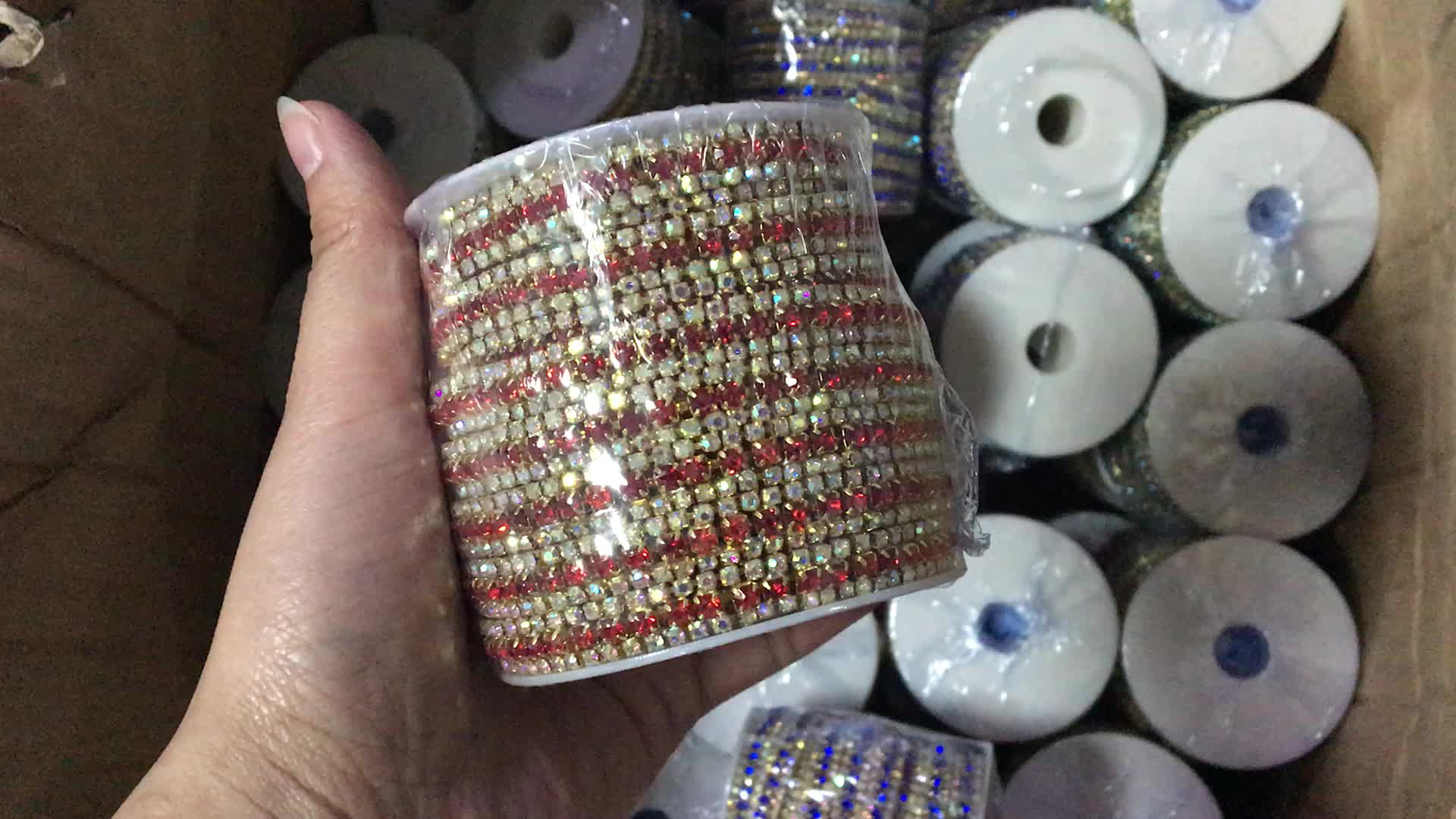 OLeeya Wholesale 2mm Gold Base Glass Light Siam Rhinestones Plastic White Pearls Cup Chain Trimming for Dresses