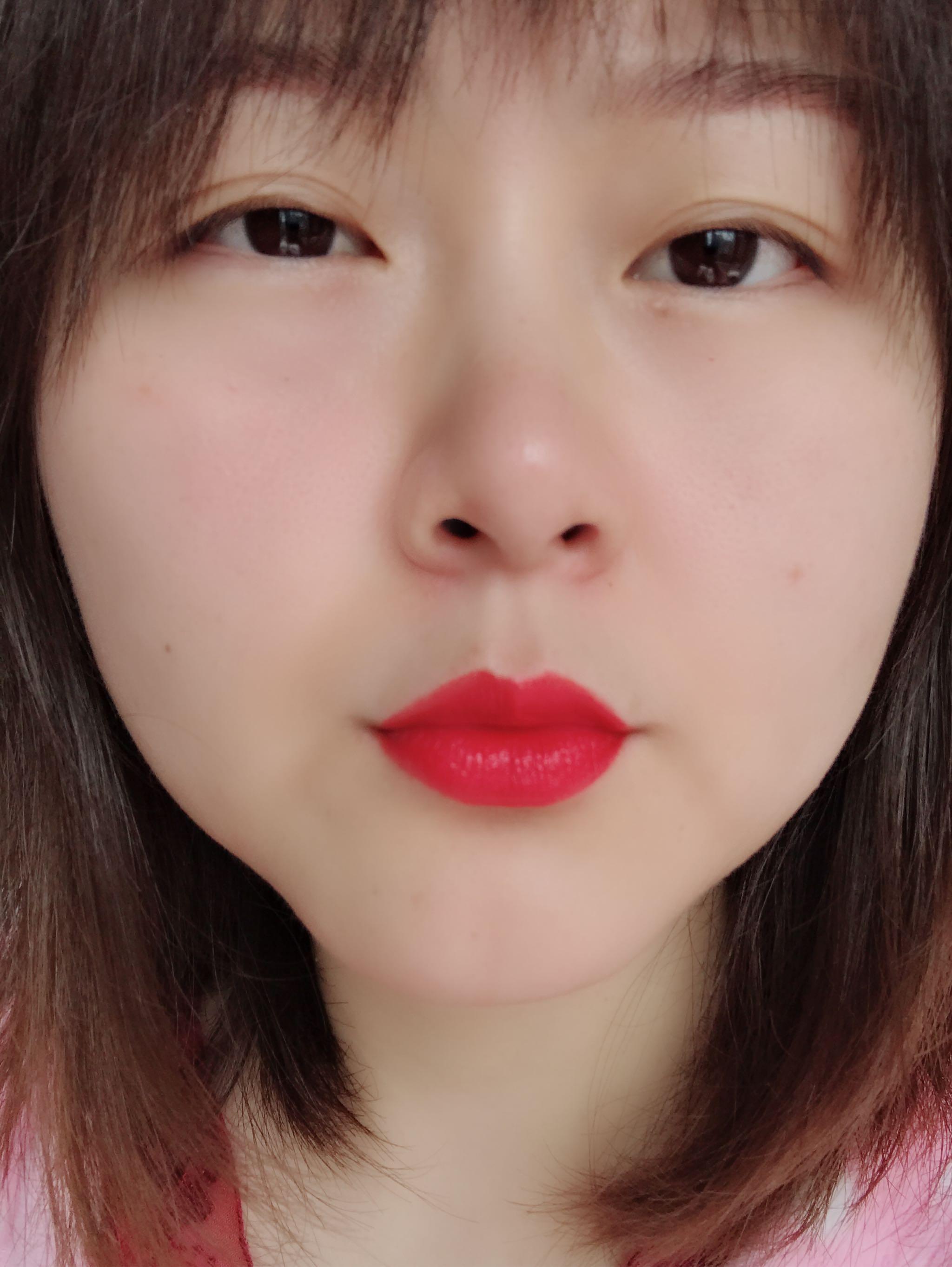 曼宁口红1号色枫叶红试色,偏橘显白