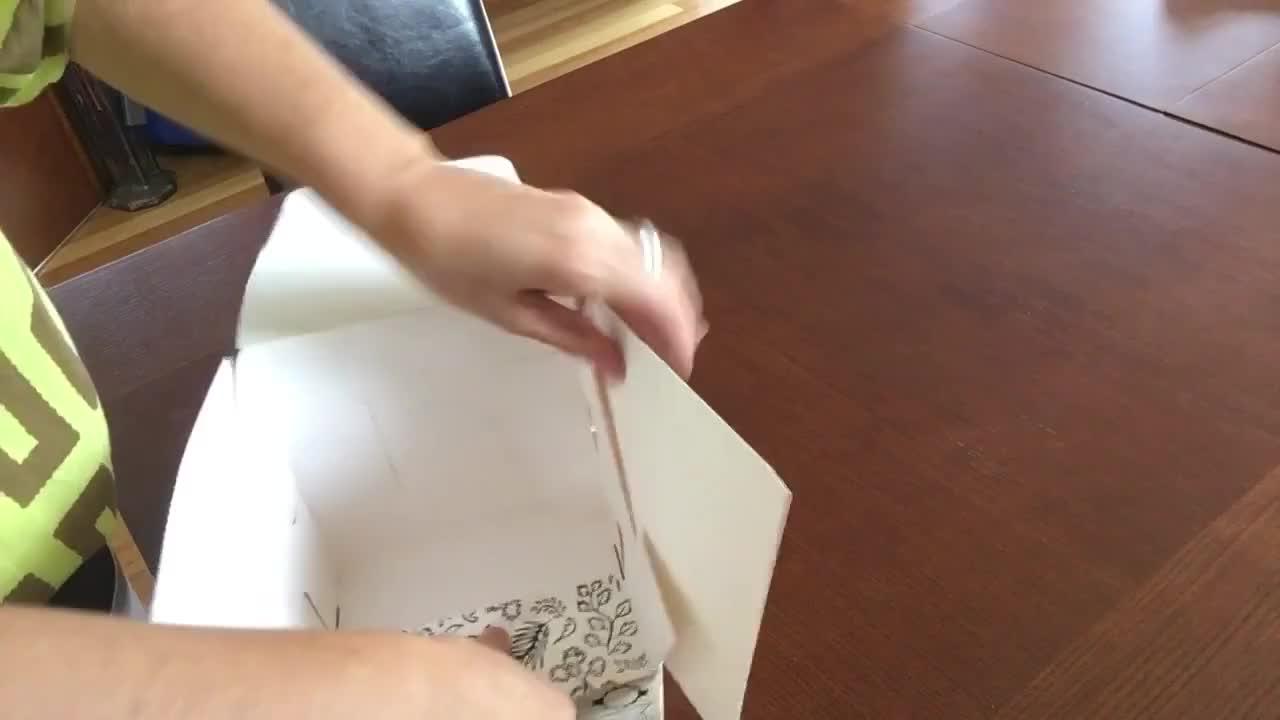 カスタムリップクリームパッケージ涙離れカウンター小売ハード紙のための表示ボックス石鹸
