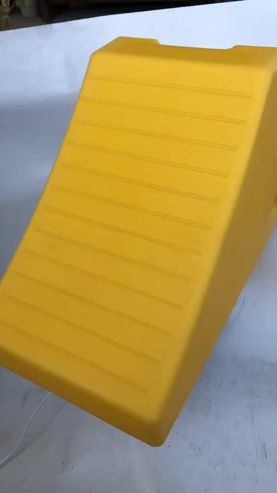 heavy duty loading 400 tons urethane rubber tire wedge block trailer wheel chocks stopper for parking equipment